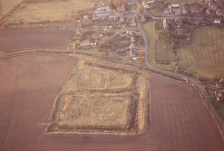 Appleton moat aerial view looking west—17 Nov 1985 © 2006 Aeroscene Ltd