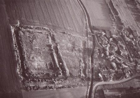 Appleton moat aerial view looking south—10 May 1988 © 2006 Aeroscene Ltd