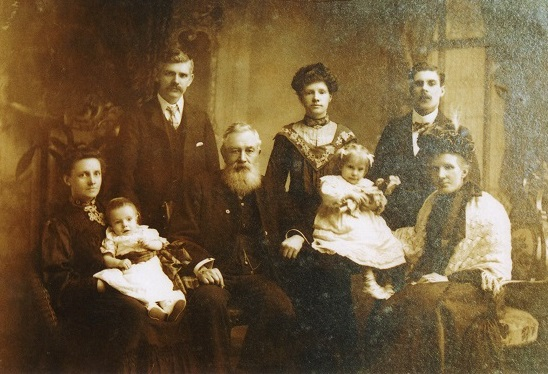 ohn and Christina and family c 1907